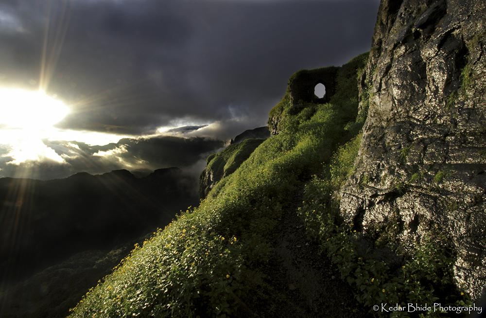 Sunrise in Sahyadri, Ratangad
